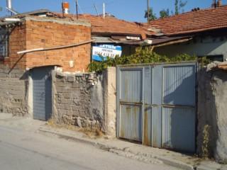 Icinde iki adet ev bulunan 257 m2 arsa