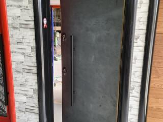 Kurşun geçirmez dış cephe çelik kapı.