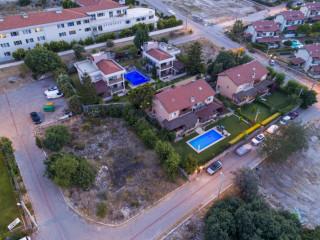 Çeşme'de Satılık 1200 m2 Arsa İçinde 2 Villa Boyalık Manzaralı