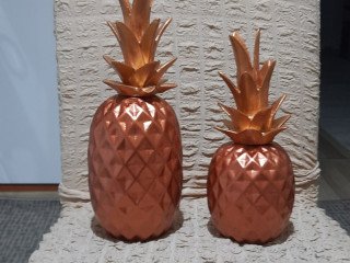 Polyester el yapimi ananaslar