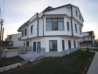 Full deniz manzaralı 4+1 180 m2  yerden ısıtmalı balkonlu teraslı müstakil bahçeli villa