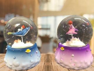Fok Balığı ve Çocuk Temalı Işıklı Müzikli Kar Küresi