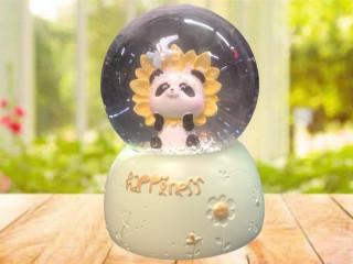 Panda Temalı Işıklı Müzikli Cam Kar Küresi