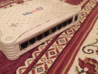 hub switch   AİR TİES marka  8 li port.